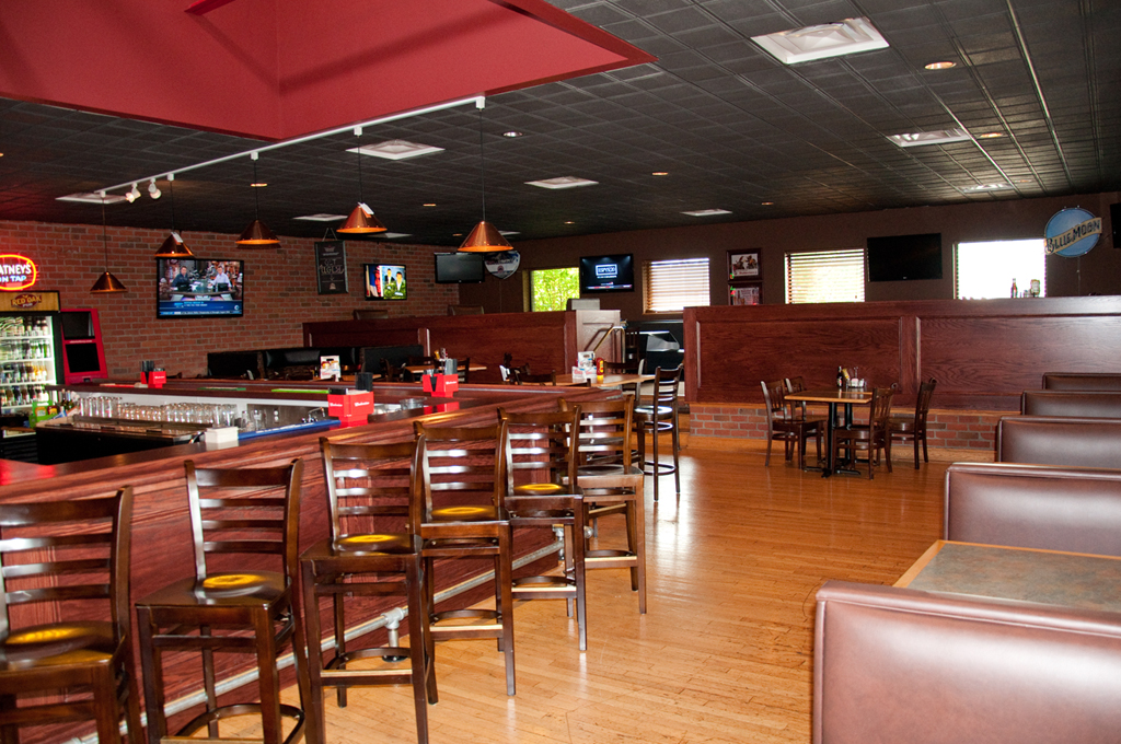 Red Oak Pub Is Perfect For Large Parties